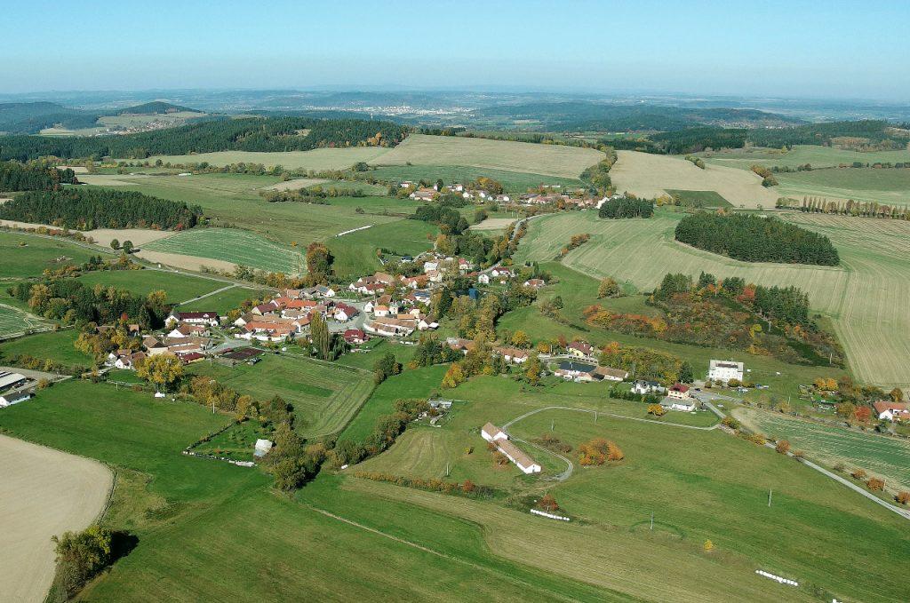 Letecký pohled na Litochovice